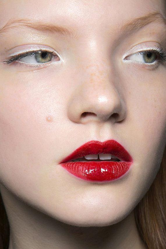 02-Lipstick-Makeup