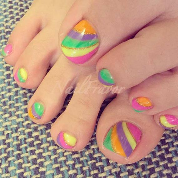 06-Toe-Nail-Designs-That-Scream-Summer
