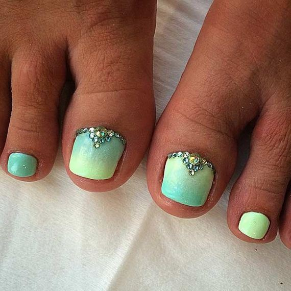 12-Toe-Nail-Designs-That-Scream-Summer