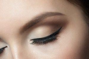 Eyebrow-Stamp-Makeup-Trend