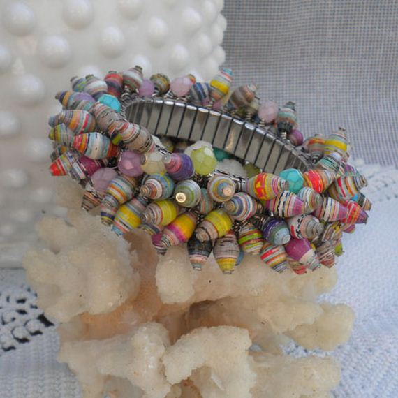 09-Pretty-Paper-Bead-Jewelry-Designs