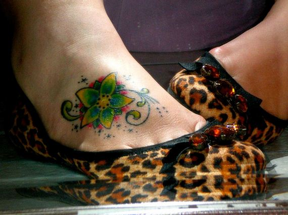 11-sensible-small-flower-tattoos