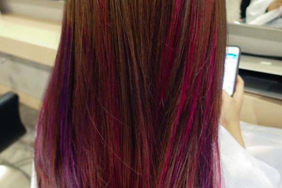 17-pink-streaks-in-brown-hair