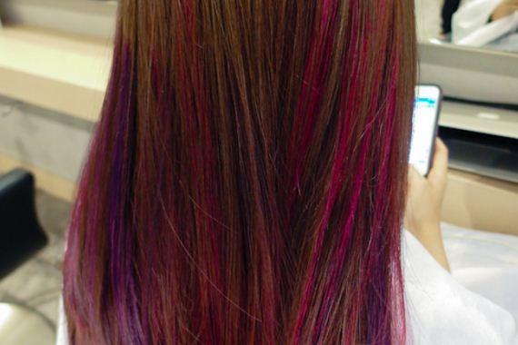 17-pink-streaks-in-brown-hair