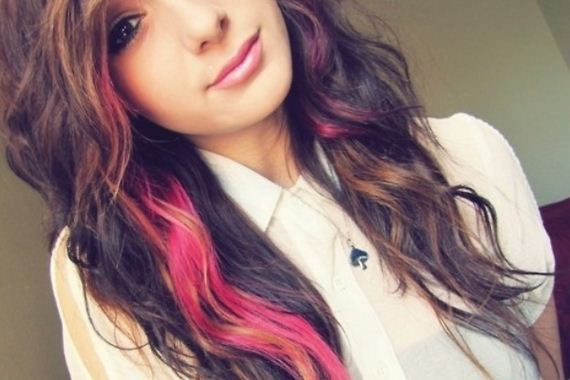 19-pink-streaks-in-brown-hair