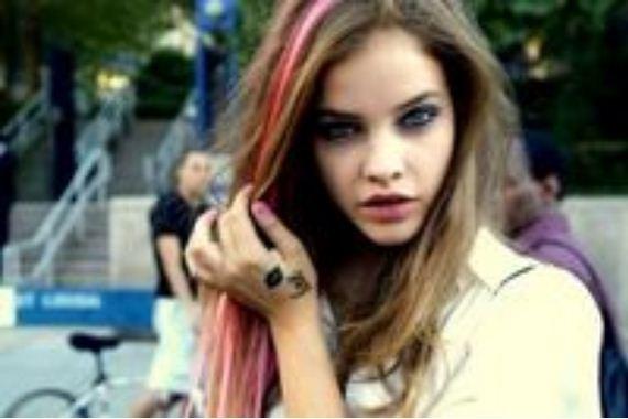 22-pink-streaks-in-brown-hair
