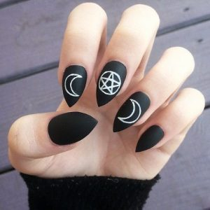 24-halloween-nail-manicures