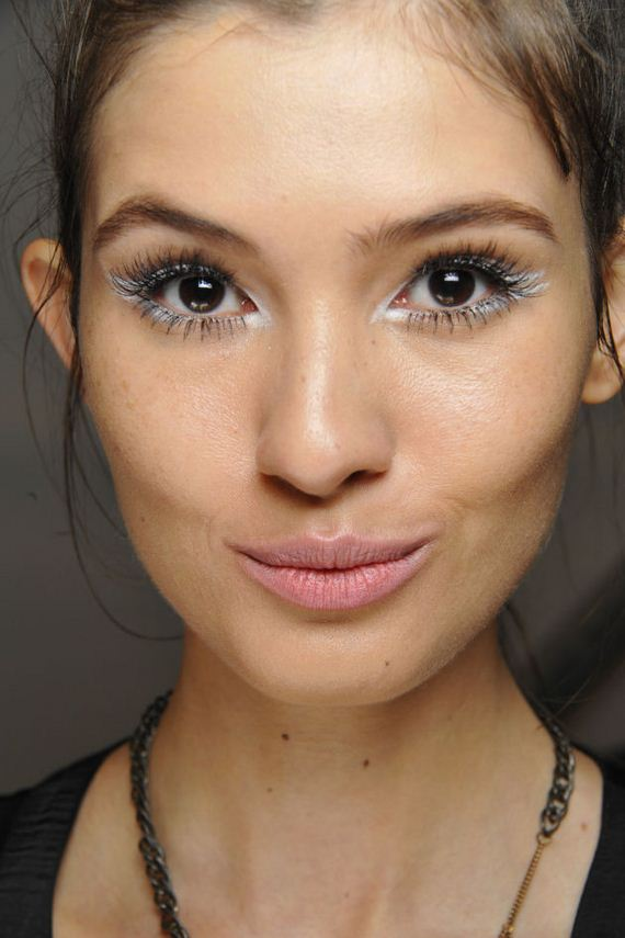 01-latest-makeup-trends
