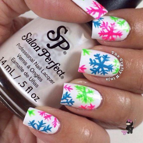01-cool-snowflake-nail-art-designs