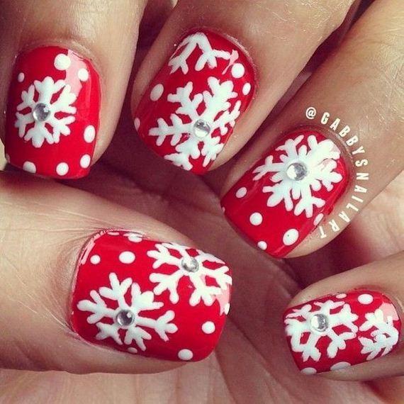 02-cool-snowflake-nail-art-designs