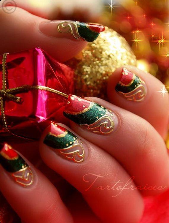 08-cool-christmas-nail-designs