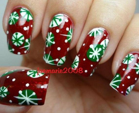 09-cool-christmas-nail-designs