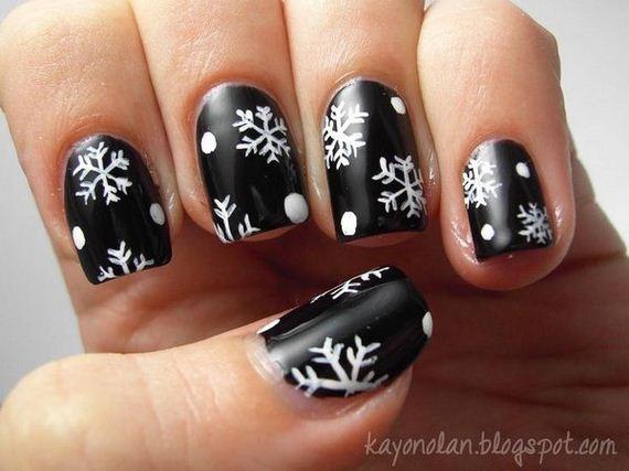 16-cool-snowflake-nail-art-designs