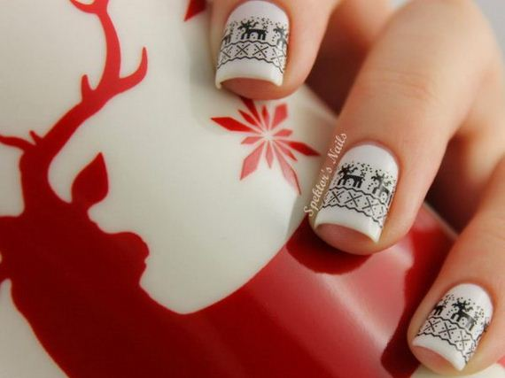 24-cool-christmas-nail-designs