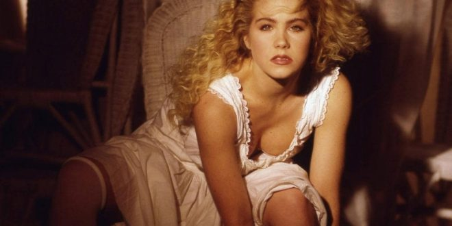 The Hottest Christina Applegate Around The Web