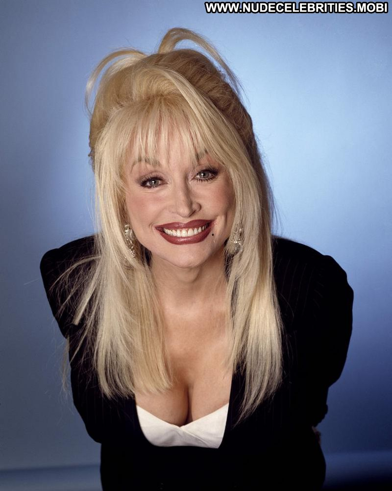 The Hottest Photos Of Dolly Parton Which Will Make You Melt Like An Ice Cube - 12Thblog-8929