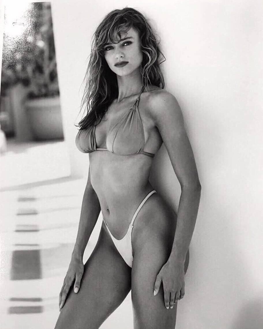Vanessa angel sexy