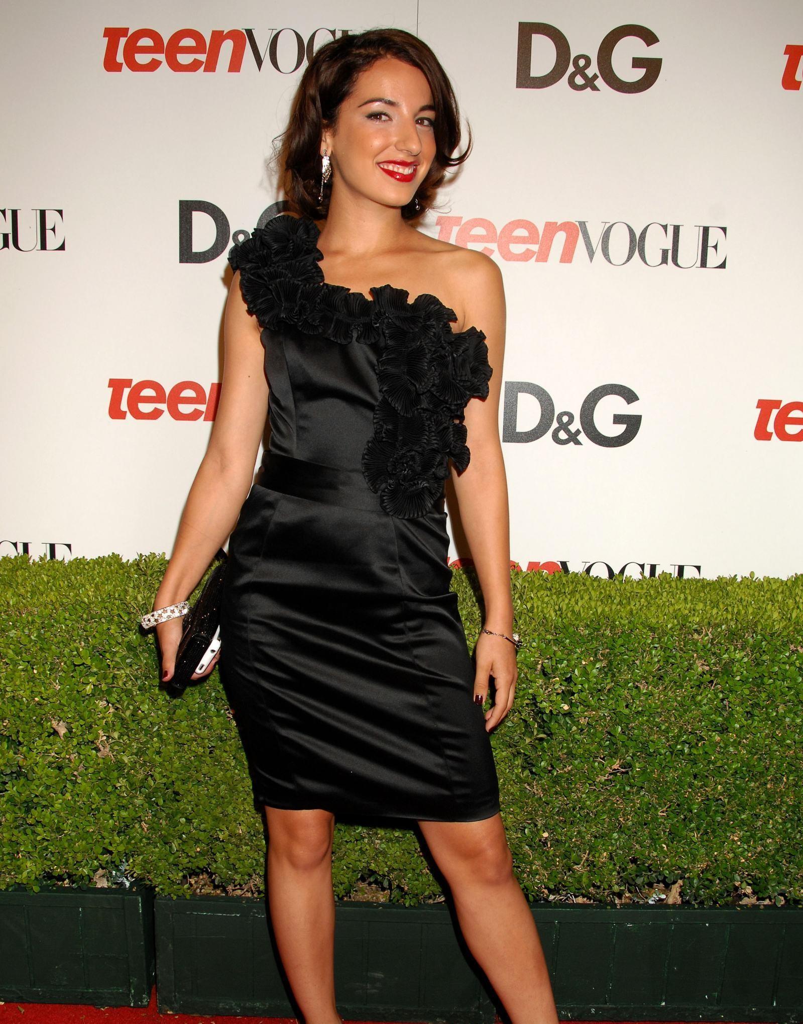 30 Hot Photos Of Vanessa Lengies - 12thBlog