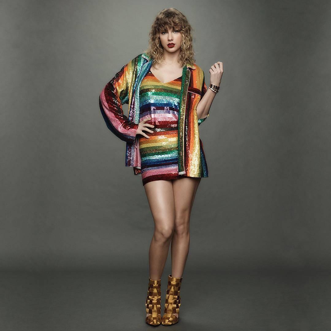 The Hottest Taylor Swift Photos - 12thBlog