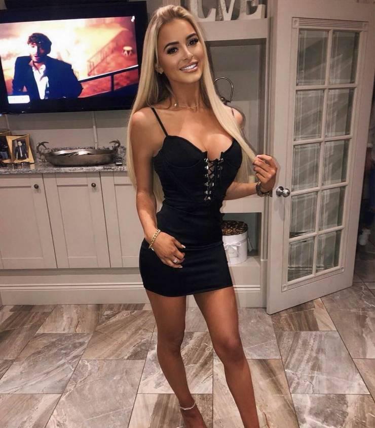 44 горячие девушки в узких корсетах