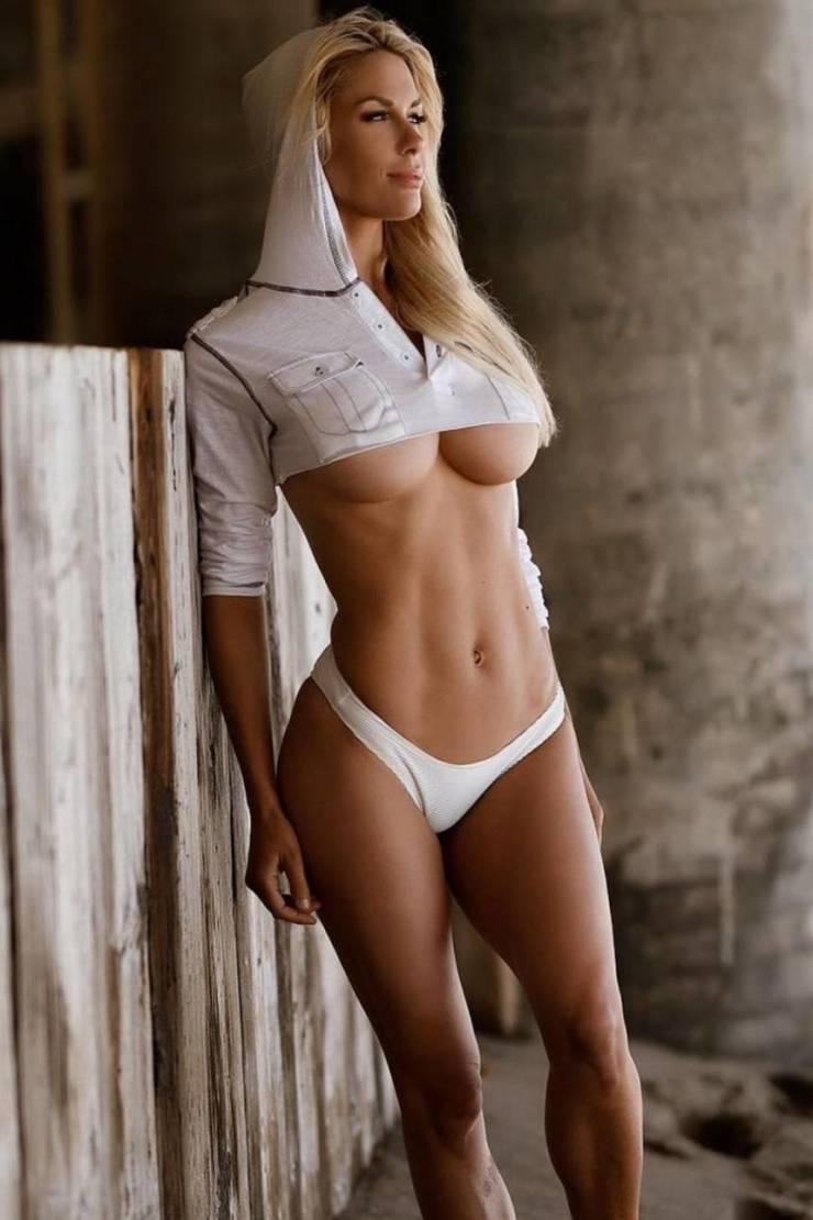44 фото Hot Underboob